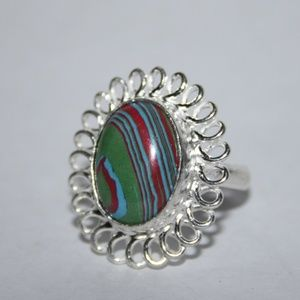 Beautiful NWOT silver tone ring with colors